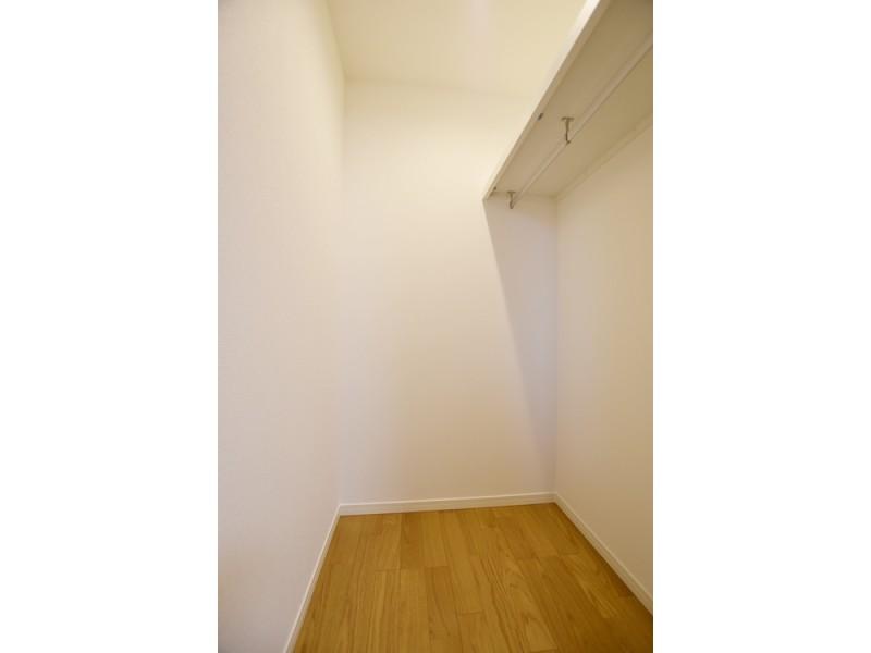 4号地ウォークインクローゼット(洋室):各洋室ともウォークインクローゼットになっていて、収納力抜群◎