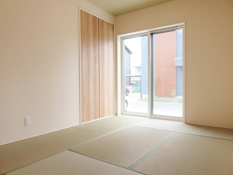 1号地和室:キッチン前に和室があるので、家事をしながらでも小さいお子様を遊ばせておくことが出来ます。