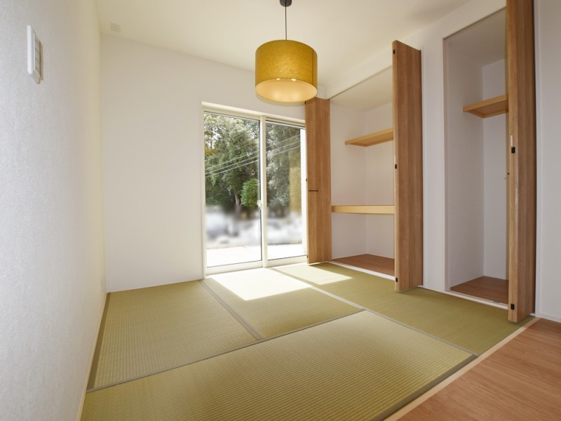 1号地和室:扉のないオープンタイプの和室になっています。キッチンの目の前なので、小さいお子様が遊んでいても家事をしながら見守れます。