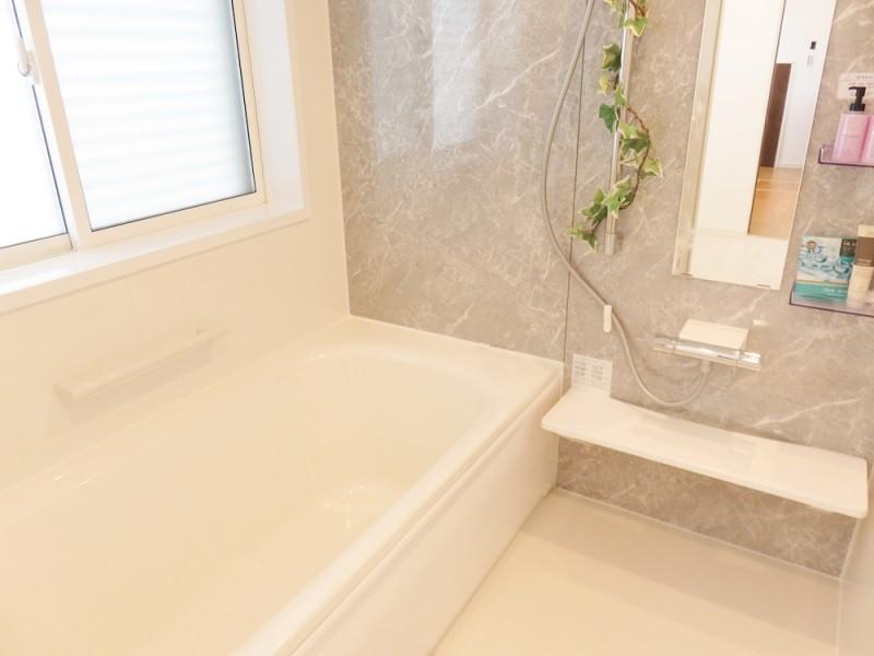 2号地浴室:高級感を感じる壁に包まれて日々の疲れを癒しましょう!