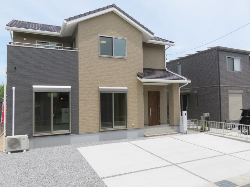 1号地外観:南向きで陽当たり良好のお家。