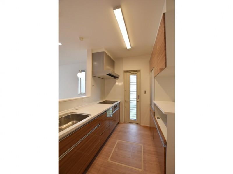 1号地 対面式のキッチンは、食洗器もついているので、家事も楽々♪