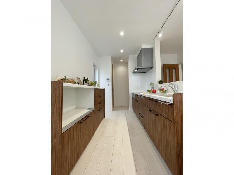 2号地 キッチンの幅も、十分余裕のある造りとなっております