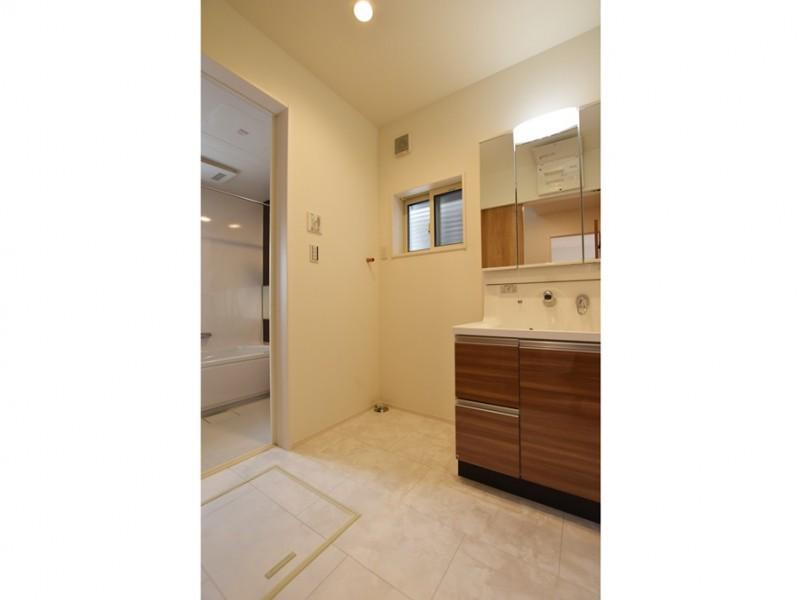 1号地 シャワー付洗面化粧台が備え付けてあります。