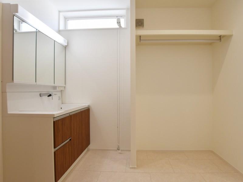 2号地 洗面脱衣所は洗濯をしてすぐに干すことができます