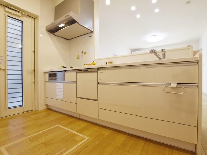 ①号地キッチン 弊社自慢のオール電化住宅。オール電化は電気料金形態が変わります。ご存じでしたか?