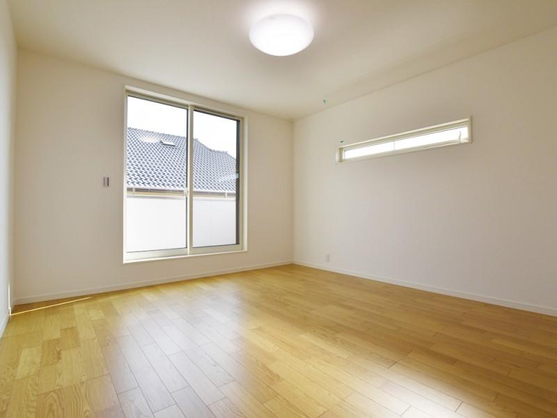 ①号地主寝室 8帖の広さの南向きの一部屋