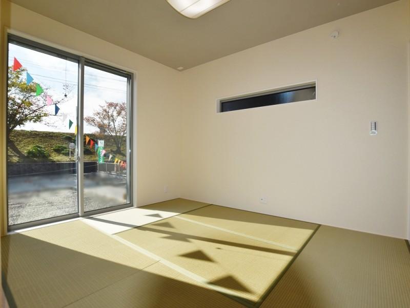 1号地和室:6帖とゆとりのある和室は、リビングからも廊下からも出入り可能なので、とっても便利です。