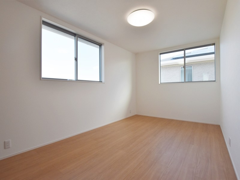 1号地洋室2:各洋室とも7.5帖以上とゆとりの広さ。