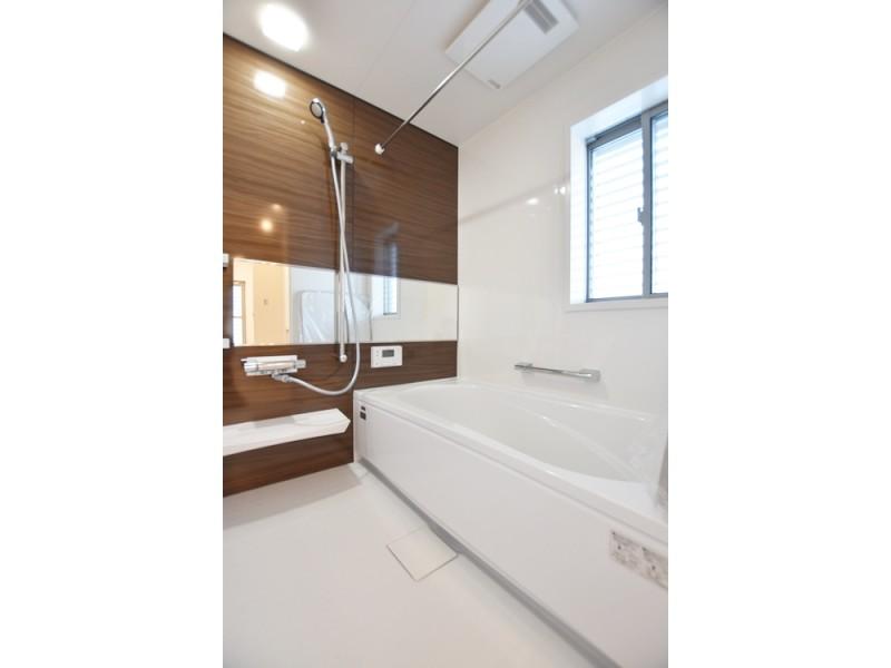 1号地浴室:浴室暖房乾燥機があるので、雨の日のお洗濯も安心です。