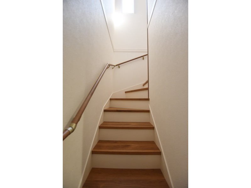 階段はストレートでないのでお子様にも安全です