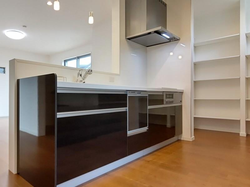 2号地キッチン:食洗機が備え付けてあるので、家事の時短になります!