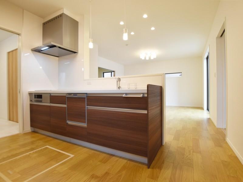 3号地キッチン:対面式のキッチンは、リビングダイニングが見渡せるので、お子様を見守りながら家事が出来ます。