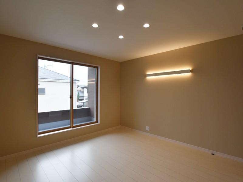 2号地 照明がおしゃれな2階主寝室