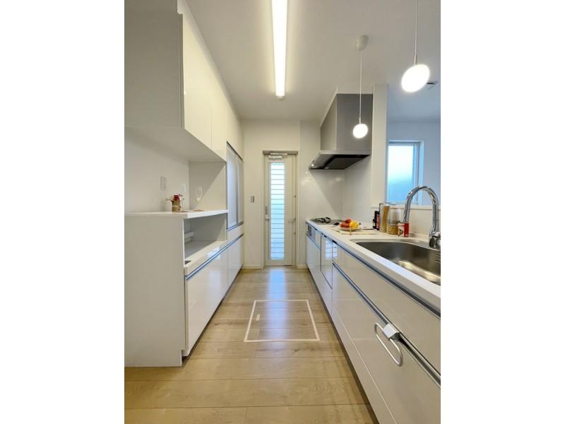2号地 白で統一された清潔感あるキッチン