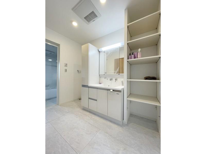 2号地 洗面・脱衣所は収納場所も設けスッキリとした空間に