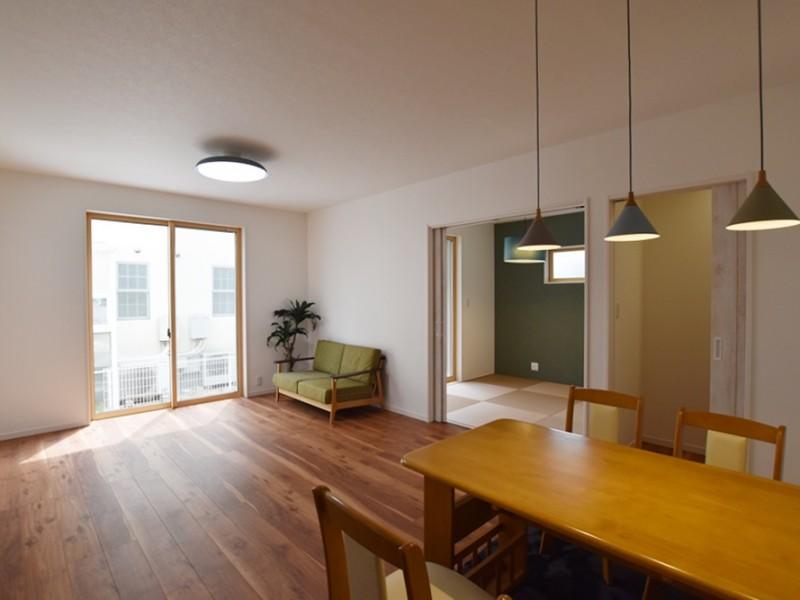 テレビや家具を置いても余裕のスペース!