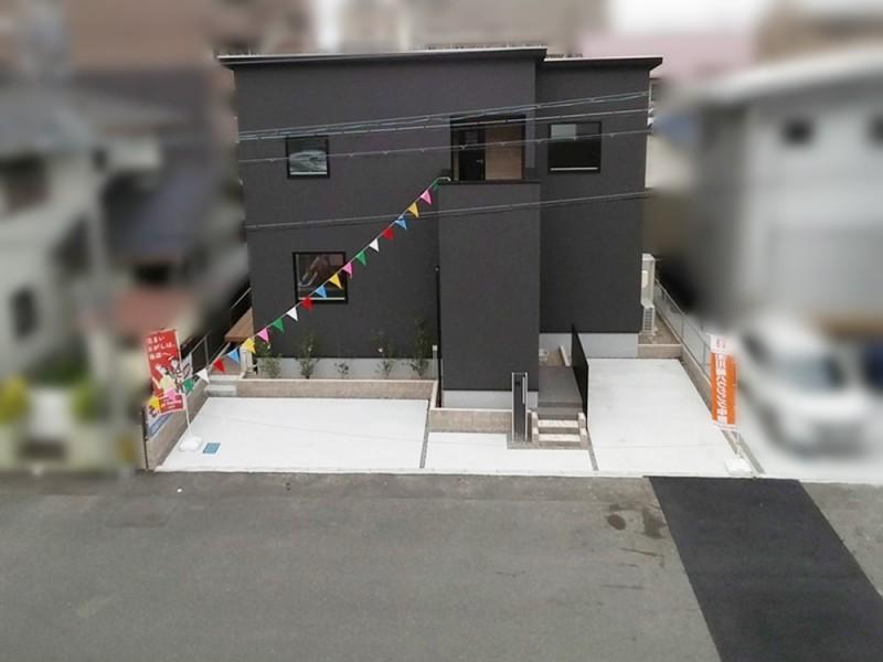 2号地 シンプルなデザインの外観 駐車スペース2台!