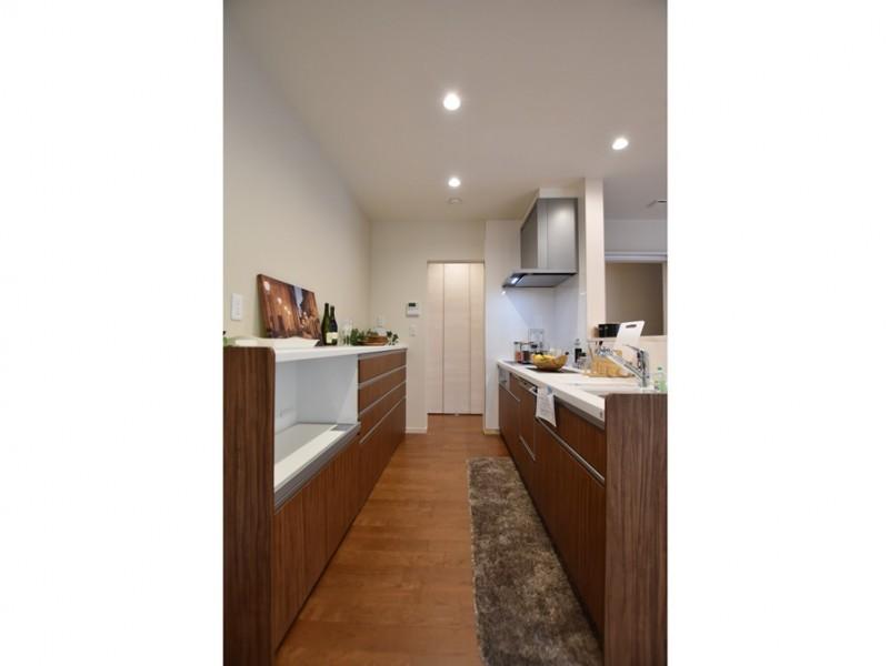 2号地 機能性と家事動線を考えた、シンプルなデザインのキッチン