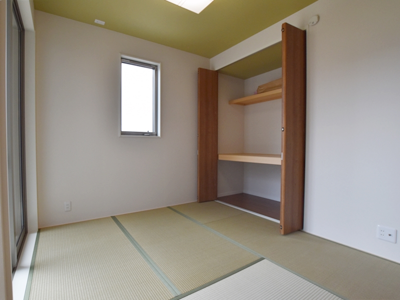 1号地和室:LDKから出入り可能なので、小さいお子様の遊びスペースとして最適。キッチンからお子様を見守ることが出来ます。