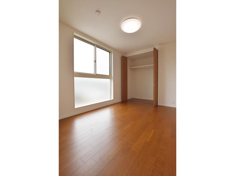 1号地洋室2:各洋室とも6帖とゆとりの広さ。