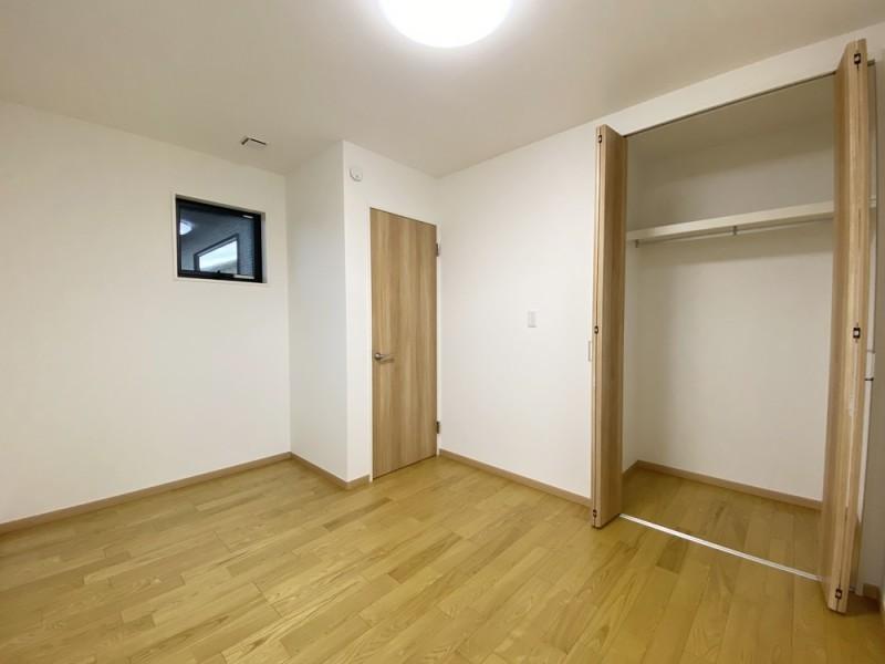1号地 東向き5.5帖の洋室B。洋室A同様CL付きのシンプルなつくりです。