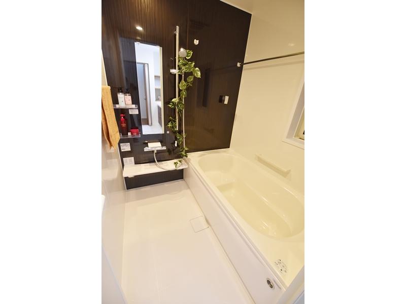 1号地浴室:浴室暖房換気乾燥機が備え付けてあるので、梅雨時期のお洗濯に重宝します。
