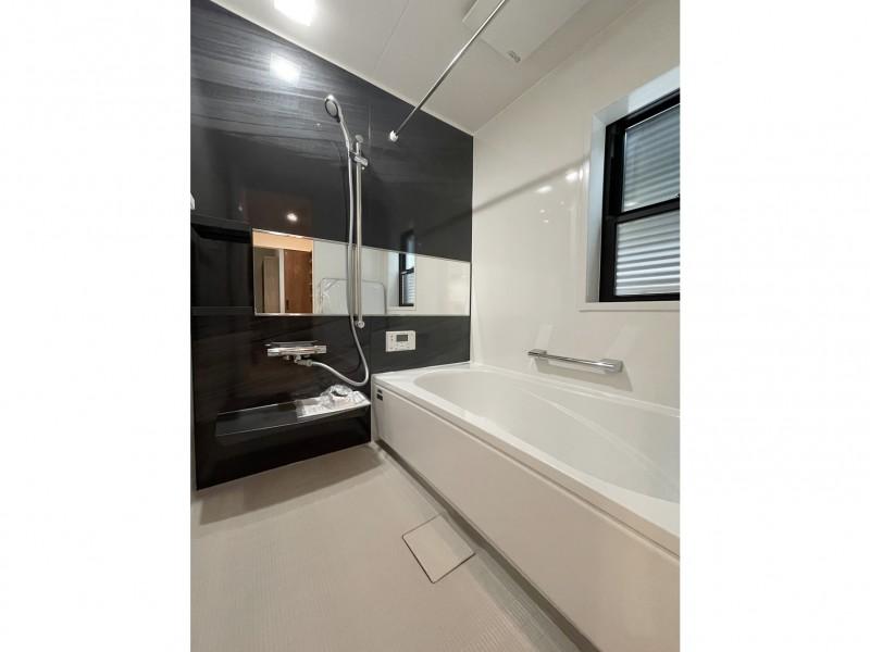 浴室は1日の疲れを癒す場所でアクセントもシックな仕上がりに!