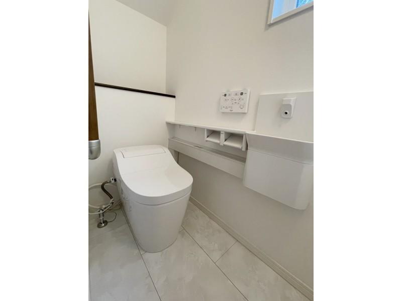 タンクレストイレで手洗い・手すりもついてます!