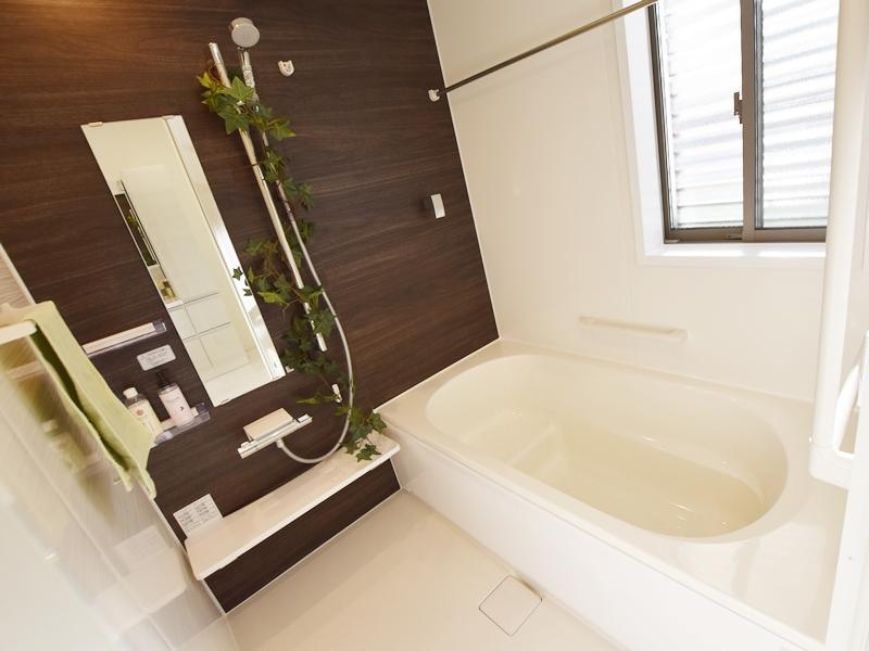 3号地浴室:浴室暖房換気乾燥機を備え付けたので、雨の日のお洗濯も心配いりません!