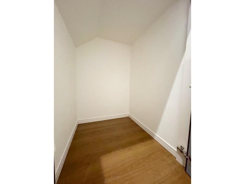 階段下にも収納を設けました!